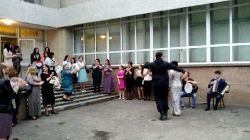 После открытия выставки наицональные танцы.